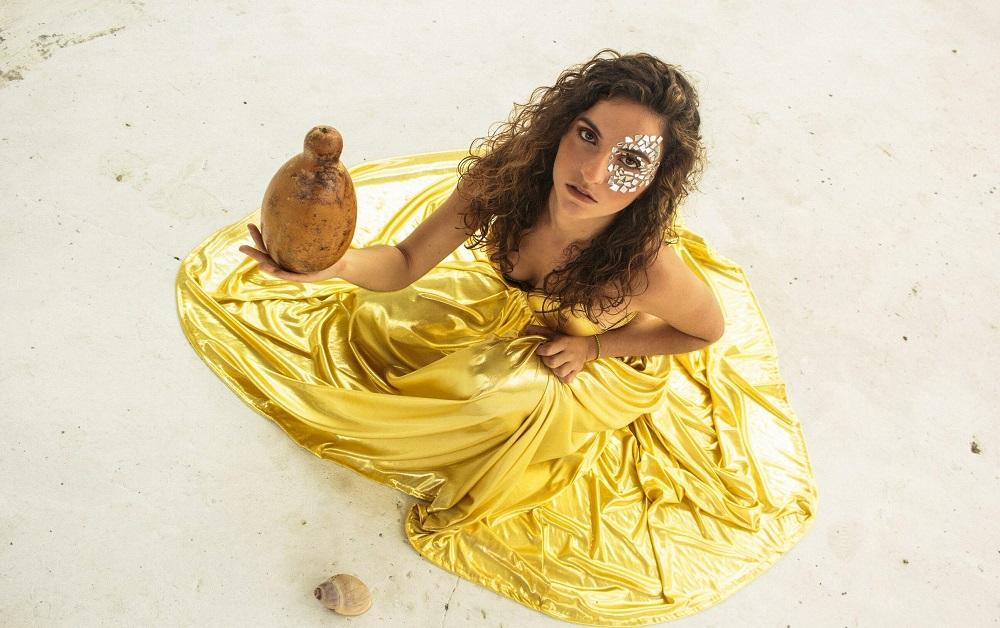 Laura Canabrava single